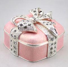 Geschenkdose mit Kristallen